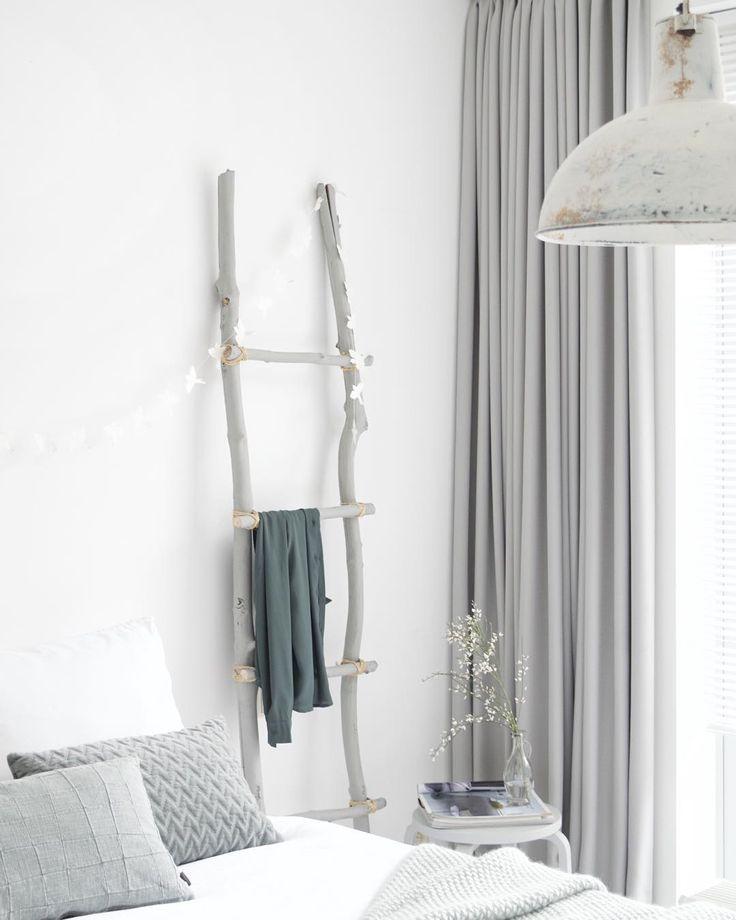 Ladder ipv stoel om kleding overheen te leggen