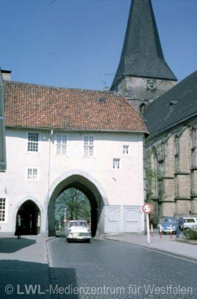 """Stadttor """"Römer"""", Wahrzeichen der Stadt, und evangelische Pfarrkirche Aufnahme ca.1970"""