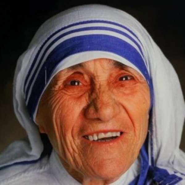 Papa autoriza canonização de madre Teresa de Calcutá