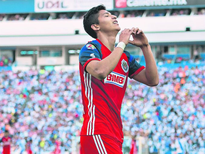 ÁNGEL ZALDÍVAR VIVE LA COMPETENCIA CON SU ÍDOLO Bravo es un guía para Ángel Zaldívar. Está feliz porque las cosas se están dando en todos los aspectos en Chivas. El delantero lleva 15 partidos en el Clausura 2016, de los cuales 10 han sido como titular y suma un gol en 955 minutos.