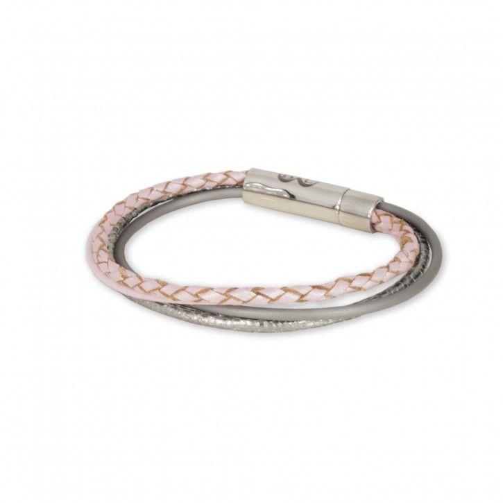 B&L Leather | Armband | Combi van 4 | Roze Grijs *** Vrolijke combi van 4 armbandjes in diverse kleuren van B&L Leather. De armband sluit middels een handige magneetsluiting. De kleuren zijn een combi van roze en grijs.