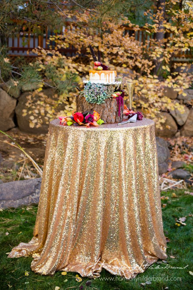 We are in love with this fall cake table <3
