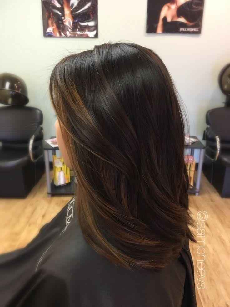 Balayage für dunkles Haar // braune Akzente für schwarzes Haar // asiatische - indische - ethnische Haartypen // Instagram Samantha Cheevers - #Akze...