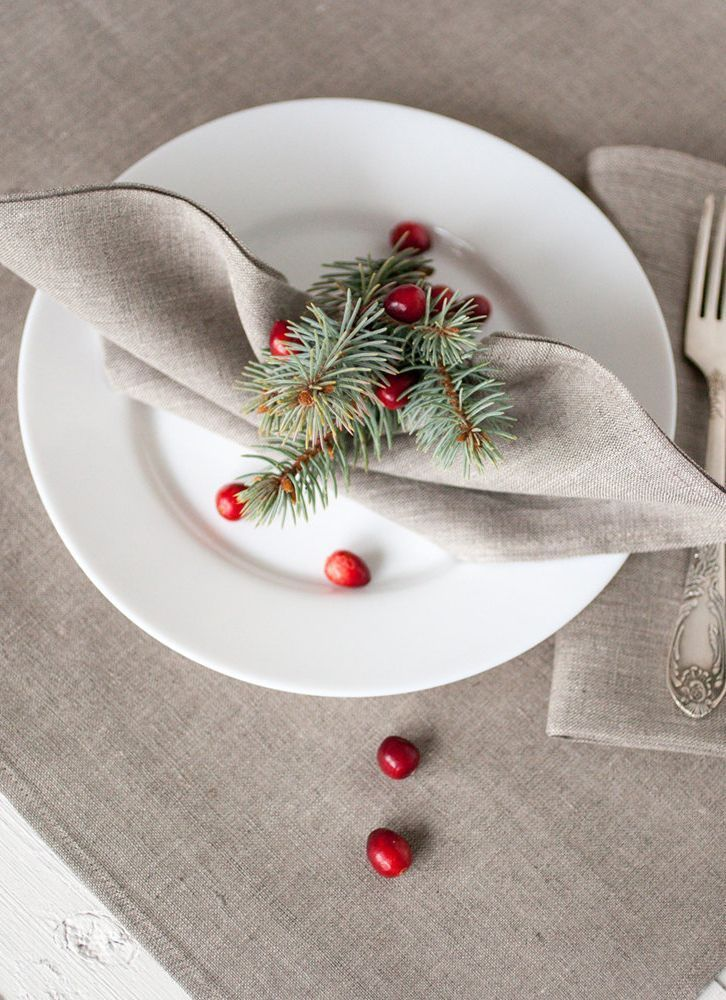 This holiday season, we're loving rustic, neutral holiday decor with touches of earthy elements.