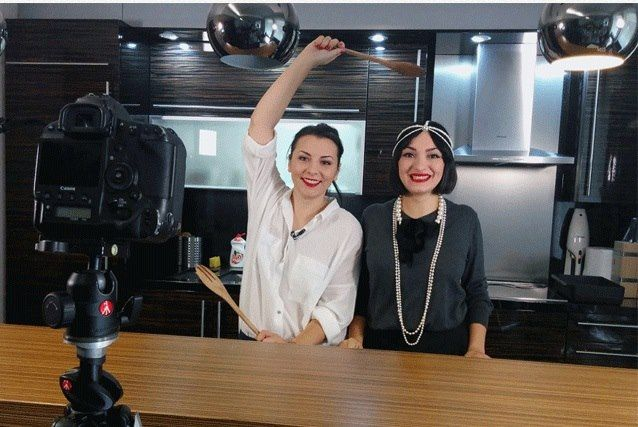 Fashion and food bloggers in action. Cristina Mazilu & Ana Morodan kitchenvictim.  Pearls forever.  https://www.facebook.com/laura8official