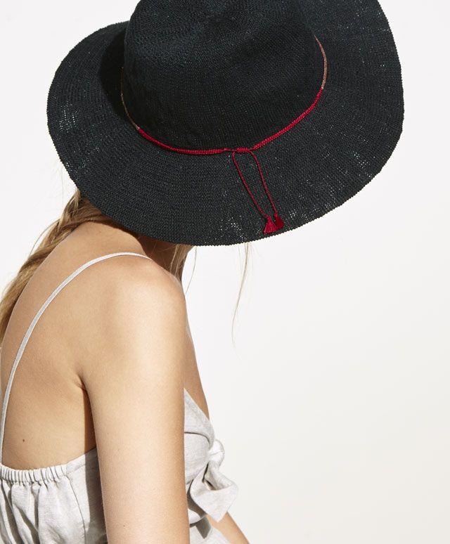 Szydełkowy kapelusz, 69.9PLN - Szydełkowy kapelusz z metalowymi koralikami - Modowe trendy SS 2017 dla kobiet na stronie Oysho: bielizna, odzież sportowa, motywy etniczne i cygańskie, buty, dodatki, akcesoria i stroje kąpielowe.