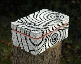 Mosaic box , white and black
