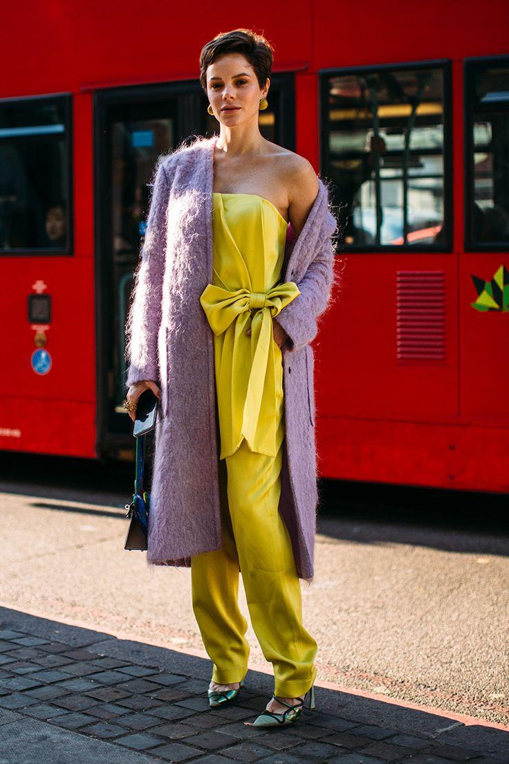 15 combinaciones de colores que jamás se te ocurriría probar (y que funcionan)   Galería de fotos 6 de 15   S Moda Spring Street Style, Street Style Looks, Colour Combinations Fashion, Cool Street Fashion, Colourful Outfits, London Fashion, Minimalist Fashion, I Dress, Style Inspiration