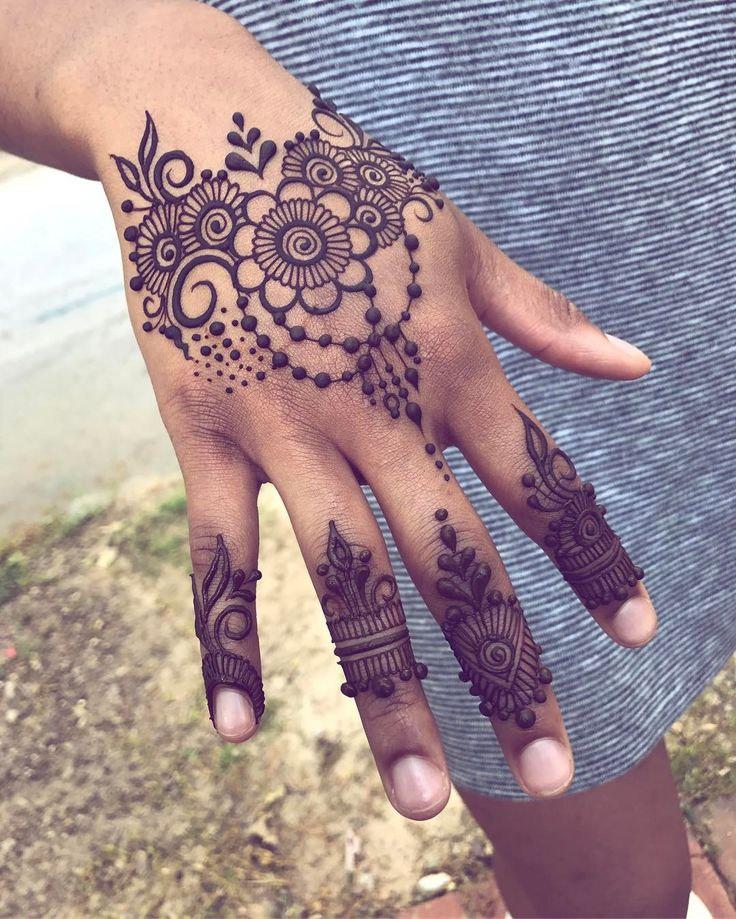 I put up one more 5 pack of henna in the shop so if you want it snag it fast! After it's gone there will be no more until next week :) this is a prom henna I did for my friend, if you would like to book a henna prom go to the link in my bio and email or text me! We can start discussing your ideal design