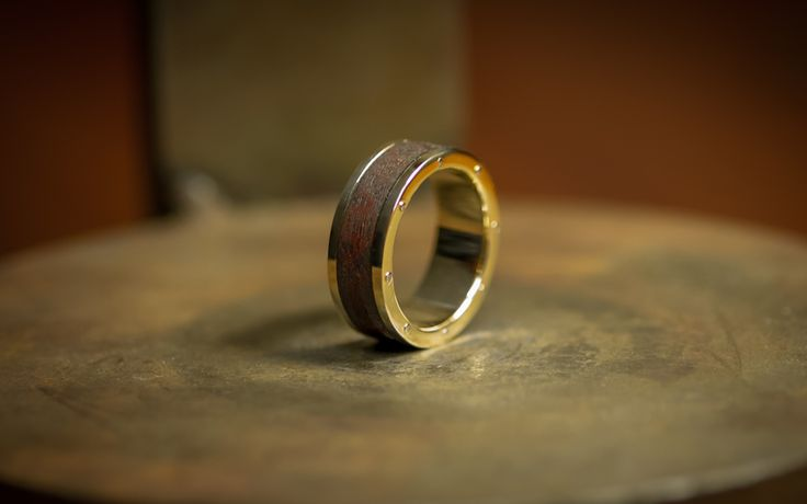 Gents jarrah wood and yellow gold wedding band with white gold detailing.