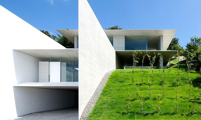 Ya-House je minimalistický dům postavený ve svahu