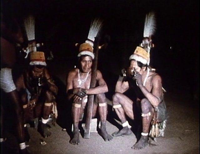 Aufgenommen vom Meraner Visuellen Anthropologen Franz J. Haller im Rahmen einer ethnographischen Film-Expedition nach Nordwest Amazonien, Provinz Vaupès, Rio Piraparaná - zu den Ethnien der Cubeo, Tatuio,  Taiwano, Makuna, Makú und Barasana. Es entstanden dabei 14 Filme für das Archiv der EC- Encyclopaedia Cinematographica in Göttingen. Kodak VNF-16mm BOLEX HR16