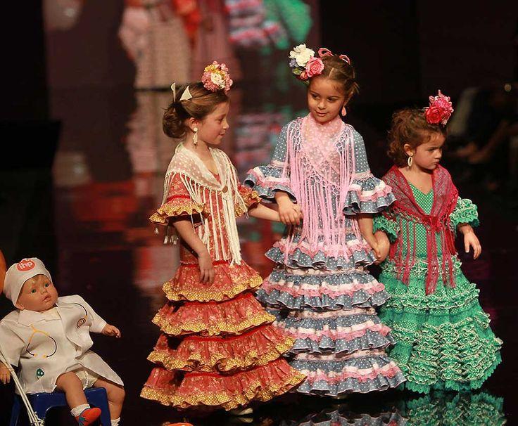 Los niños de Nuevo Futuro han demostrado un gran desparpajo sobre la pasarela. Las firmas Lina, Rocío Olmedo, Pol Núñez y Rocío Peralta, además del colectivo de Simof, han participado con sus diseños. (Foto: Rocío Ruz)