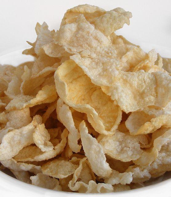 Emping juga merupakan salah satu makanan khas dari Banten, makanan ini enak dijadikan sebagai kudapan atau pendamping makanan berat
