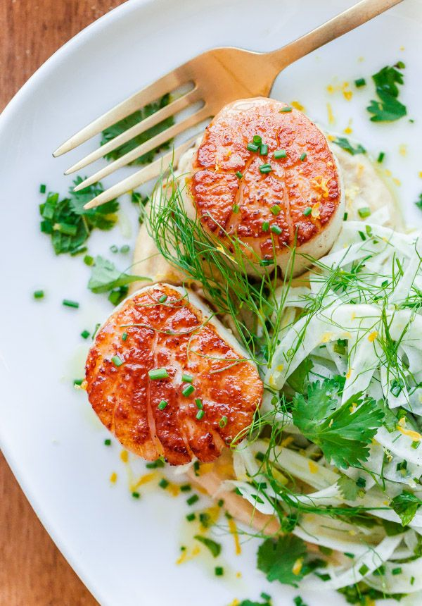 Seared callops with Hummus and Shaved Fennel Salad. An incredibly healthy, easy (and naturally gluten-free) main course that can be prepared in less than 20 minutes!