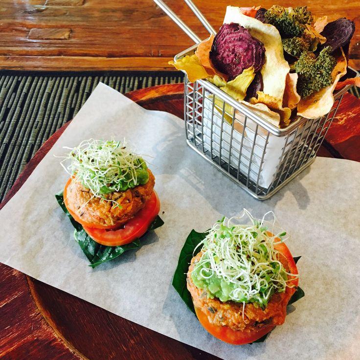 Delicious raw food mushroom 'burgers' and vegetable crisps. 😋 #sporthotel #plantbased #rawfood #training