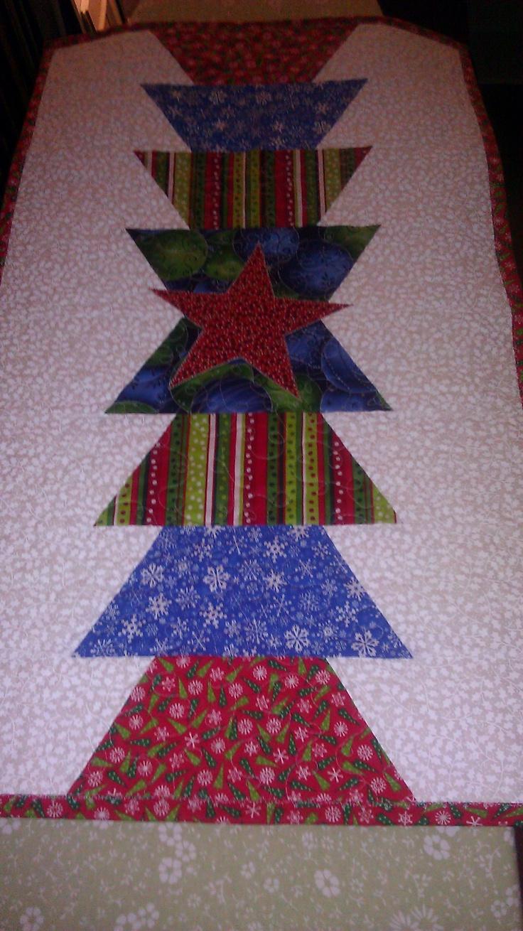 First table runner - following a tutorial off of Missouri Star Quilt Co. & 10 best Missouri Star Quilts images on Pinterest | Missouri star ... pillowsntoast.com