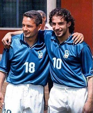 Baggio y Del Piero💥💥 La dupla que tuvo Italia⚽🇮🇹 #azzurra #italia #baggio #delpiero #azzurri #lanazionale #italy #robertobaggio #alessandrodelpiero #squadra #worldcup #ildivino #ilcodino #alessandromagno #juventus #fiorentina #inter #milan #acmilan #futbol #soccer #football #likeforlike #like4like