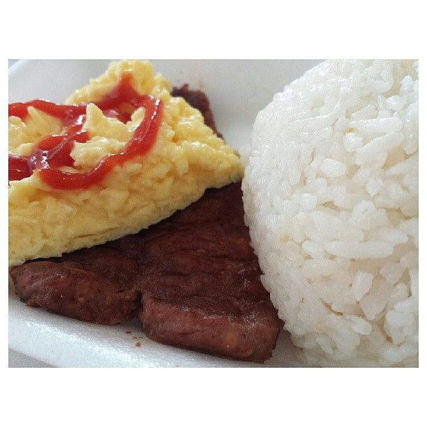 #longganisa w/ #vinegar and  #scrambledegg for #breakfast #mcdonalds #yummy #food #philippines #朝マック #ロンガニーサ #スクランブルエッグ #朝ごはん #フィリピン