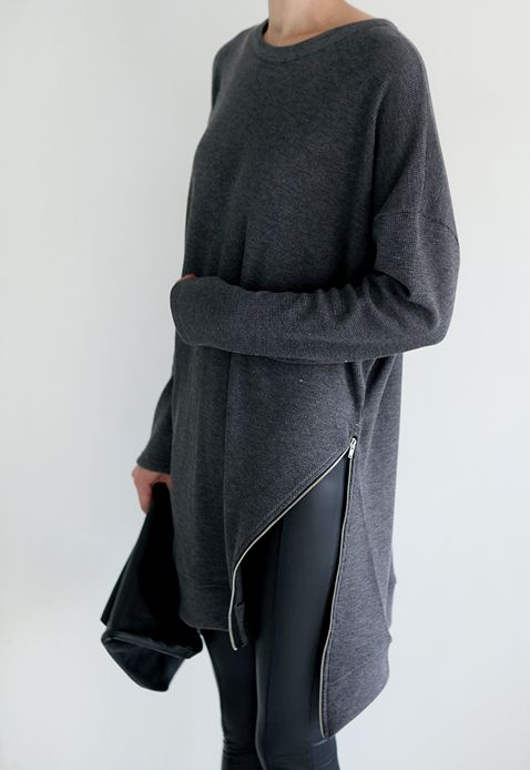 oversized dark gey sweater | long loose comfortable cozy | side zipper accent | + | dark skinny jeans | black clutch | minimal, chic fall fashion inspiration | street style