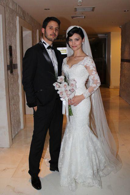 TUAN TUNALI İLE HAZAL FİLİZ KÜÇÜKKÖSE EVLENDİ. http://mayatta.com/tuan-tunali-hazal-filiz-kucukkose-evlendi/ Deniz Yıldızı dizisinde Özgür karakterini canlandıran, yakışıklı oyuncu Tuan Tunalı ile Beni Affet dizisinin Leylası Hazal Filiz Küçükköse evlendi. Uzun süredir birlikte olan genç çift Ramada Plaza Hotel'de düğün daveti düzenledi.