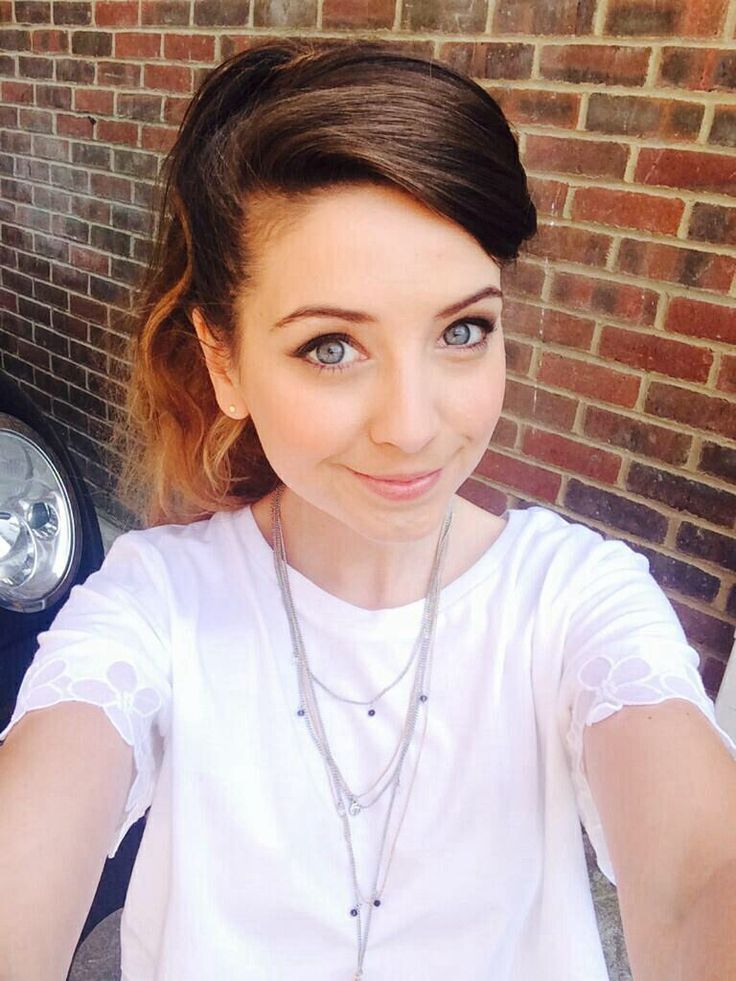 She's so pretty!! Zoe is one of my favorite youtubers!!