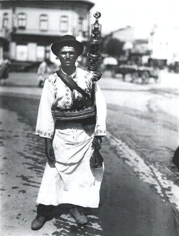 Street seller, Bucharest, Romania, ~1910-1930 - Nicolae Ionescu