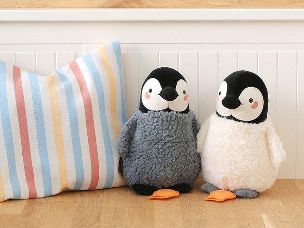 Kuscheligste Spieluhr: Pinguin-Baby, besonderes Geschenk für Kinder / cutest music box for kids, penguine, gift idea xmas by Petiti Panda via DaWanda.com