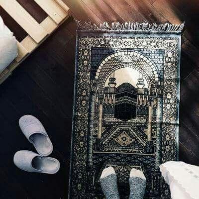 قال ﷺ : عليك بكثرة السجود فإنك لا تسجد لله سجدة إلا رفعك الله بها درجة وحط عنك بها خطيئة صحيح مسلم