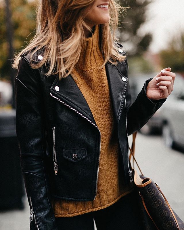 ♥️♥️ Rust colored turtleneck sweater with an all black outfit, brown print tote