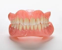Proteser er flyttbare apparaturer som kan erstatte manglende tenner og bidra til å gjenopprette ditt smil. Hvis du har mistet alle dine naturlige tenner, enten på grunn av tannkjøttsykdom, tannråte eller skade, vil det å erstatte manglende tenner gagne ditt utseende og din helse. Proteser vil gjøre det lettere å spise og snakke bedre enn du kunne uten tenner, ting som folk ofte tar for gitt. View more : http://xn--mjsatannklinikk-6tb.no/behandlinger/proteser