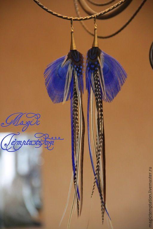 Купить Яркие синие серьги из перьев павлина. - синий, яркий, синие серьги