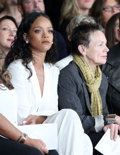 Rihanna, Bono, Olivia Palermo, Paris Hilton, Pharrell Williams, Gwen Stefani… Qui était le plus looké à la Fashion Week de New York ? Qui a joué les fashionistas ? La réponse en images ! http://www.elle.fr/People/Tapis-rouge/Tapis-rouge-Fashion-week/Quelle-star-est-la-plus-stylee-a-la-Fashion-Week-de-New-York