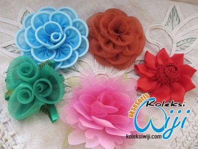 http://koleksiwiji.com/aksesoris/kartika-bros-paket-kain-dan-pita.html Hai – hai… kini koleksi wiji hadir dengan paket bross yang murah dan ekonomis, sekali transaksi anda akan mendapatkan 5 macam bros dengan model terbaru yang tanpa meninggalkan kesan cantiknya, ukurannyapun bervariasi, ada yang kecil dan besar.. - Untuk yang model bunga warna coklat d... bros, bros bunga, bros cantik, bros hijab, bros korsase, bros pita, BROSS KORSASE - Aksesoris, Bros - #Bros,