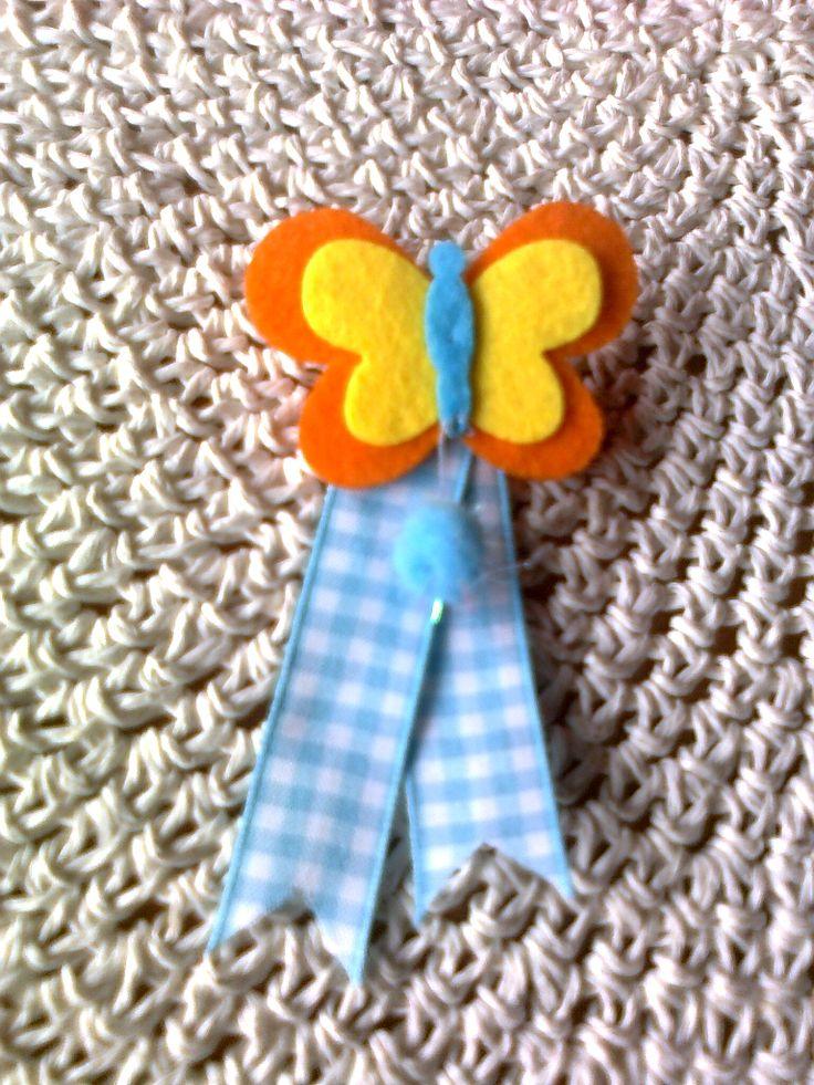 Goma para el pelo. Mariposa en fieltro y cinta de vichy.