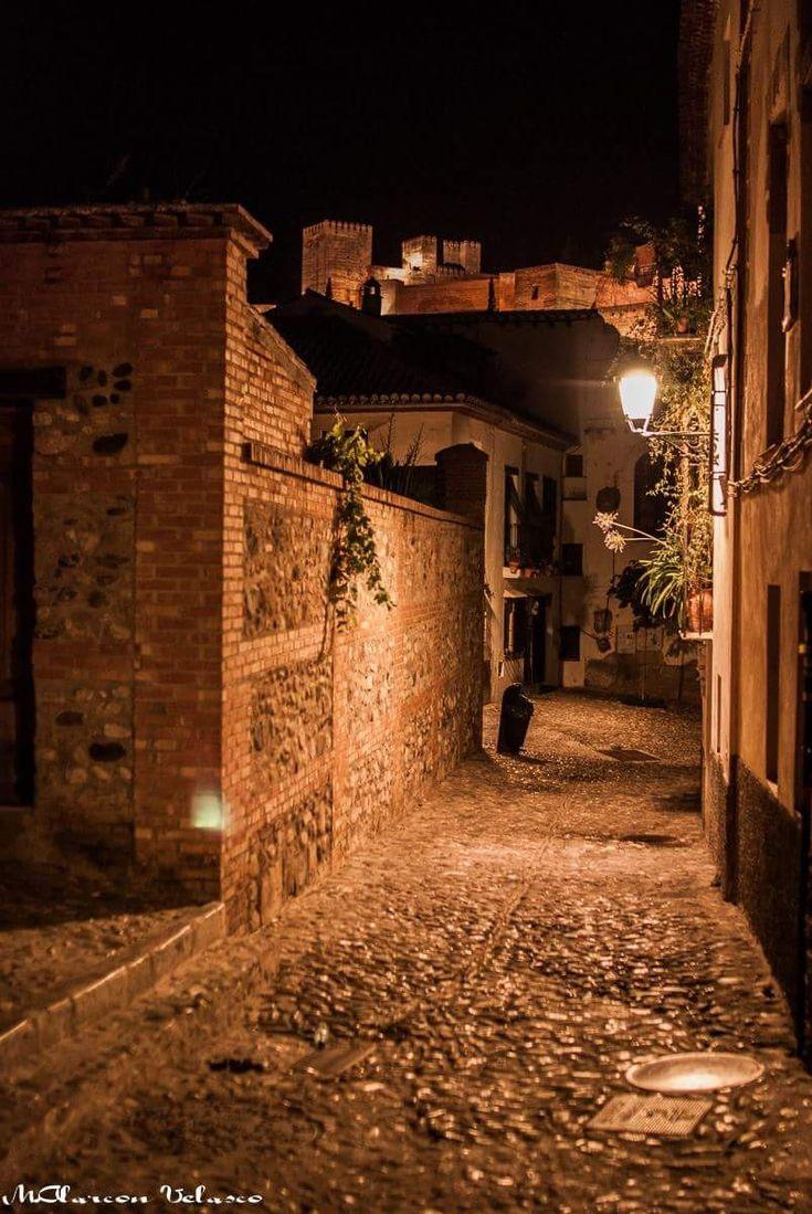 Granada de noche Por El Albaycin