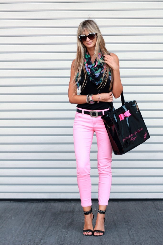 pink pants & I've got to find some shoes like that! Love how they cuff the ankle!!
