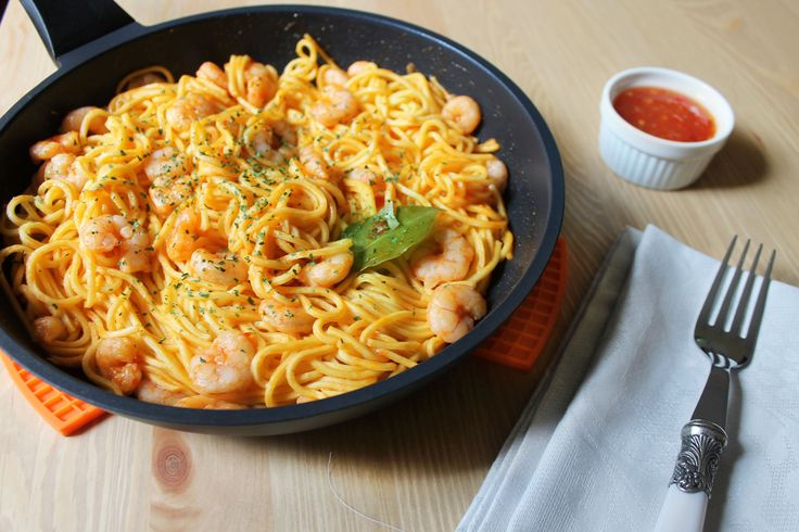 ESPAGUETIS CON GAMBAS Y CHILI DULCE  en el blog Cooking experiences.  Sweet chili prawn Spaghetti by Cooking experiences.