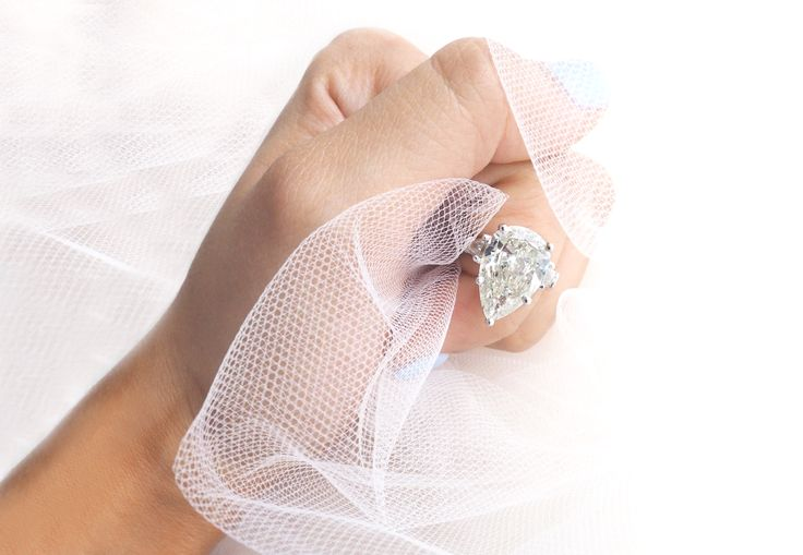 Gorgeous 5ct Pear Engagement Ring with 2 Baguette side stones --------------WHOLESALE ENGAGEMENT RINGS -------------- #EngagementRings #PearCutEngagementRings #EngagementRingInspiration #TrendingEngagementRings #LargeEngagementRing #BigDiamonds #DiamondJewelry