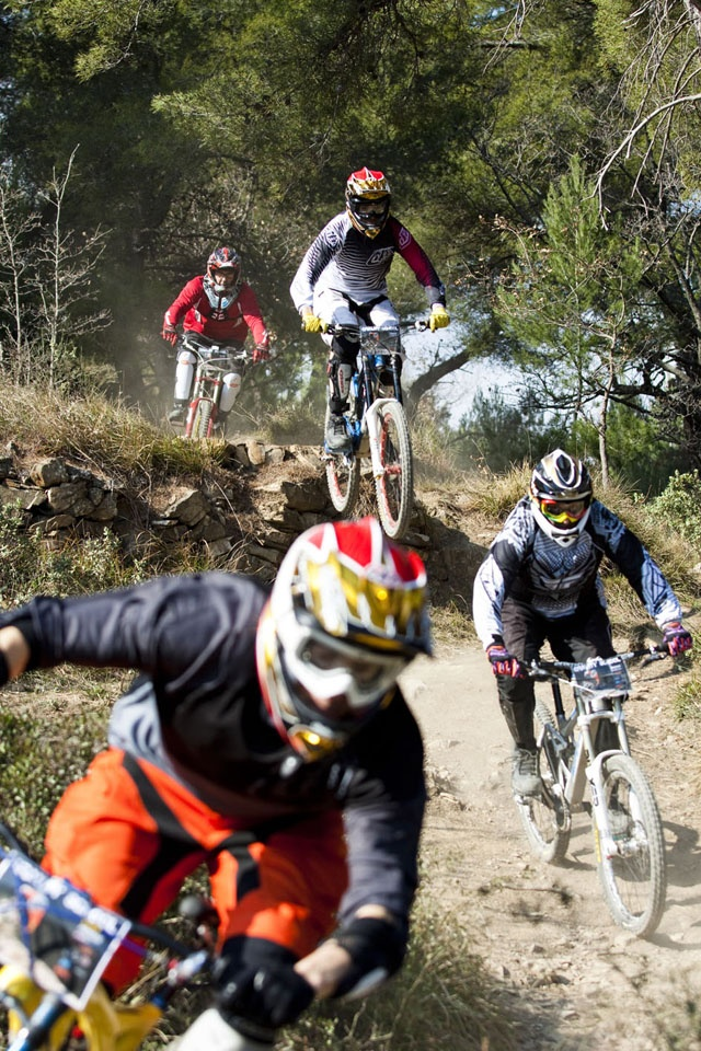 A great moment grabbed by Corrado. The Gravity School in action! #Liguria #mountainbike #freeride