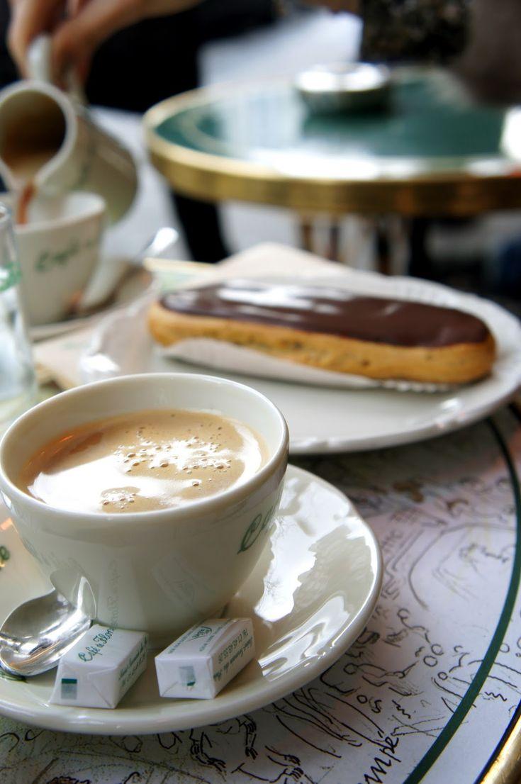 Cafe de Flore / Paris!  Bonjour!  Aline ♥