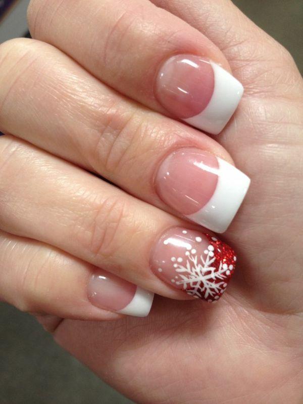 schlichte Nägel mit schöner Dekoration