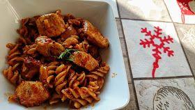 Makaron z kurczakiem i sosem podwójnie pomidorowym