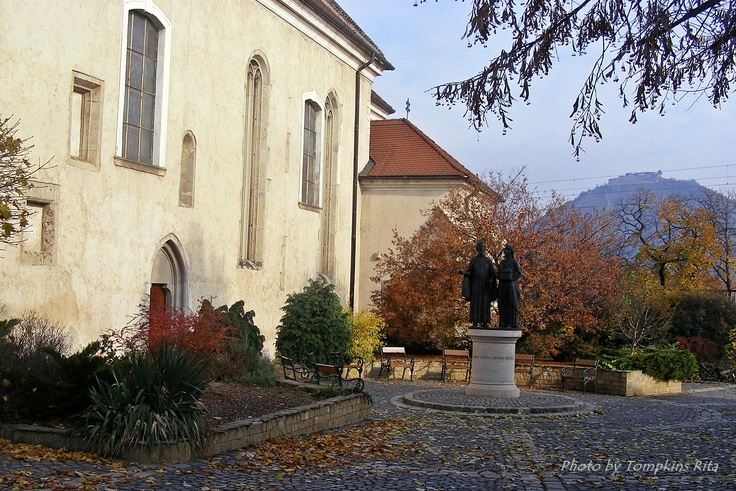 The statue of King Stephen and Queen Gizella by the R.C. Church in Nagymaros with the Castle of Visegrád in the background