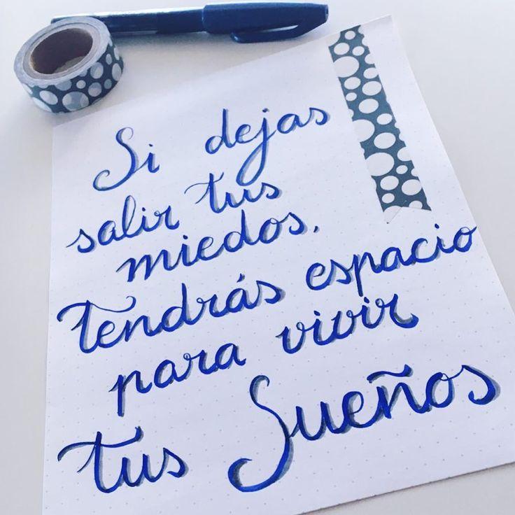 A ratitos sigo practicando el lettering. Avanzo despacio porque me falta tiempo pero me lo paso fenomenal escribiendo palabras bonitas. Voy a intentar seguir el reto de octubre que han propuesto @anacoolteacher y @belen_torres_ceuta aunque ya voy con un poco de retraso  Feliz finde  • • • #kekalabores #lettering #retosdelettering #letteringenespañol #letrasbonitas #handlettering #escribirbonito #penteltouch #washitape #viernes #picoftheday #cute #frasesbonitas #motivacion