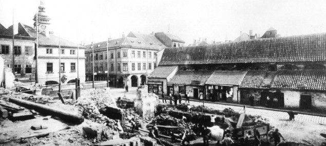 Masné krámy byly na náměstí postaveny brzo po založení města. Karel IV. je ale nechal odstranit | Drbna historička | Drbna | Budějcká drbna - super drbna online