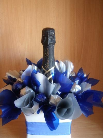 Corporate gift hamper that include a Yarra Burn Champagne and Ferrero Rocher chocolates. Presented in ceramic vase and can be made in colours to suit your occasion.