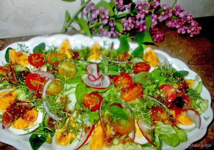 Gosia gotuje: Sałatka wiosenna z jajkami i miodowo miętowym wine...