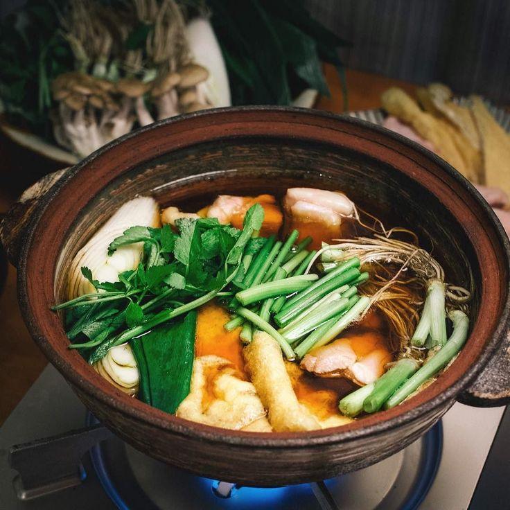 せり鍋  暖かい雨が降って鍋も食べ納めの時期が近づいてるなーとか 春が待ち遠しい  〆は蕎麦卵つけて食べました   #鍋 #nabe #serinabe #せり鍋 #