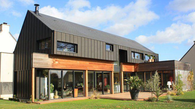 Une maison d'architecte de construction mixte: ossature bois et briques enduites.